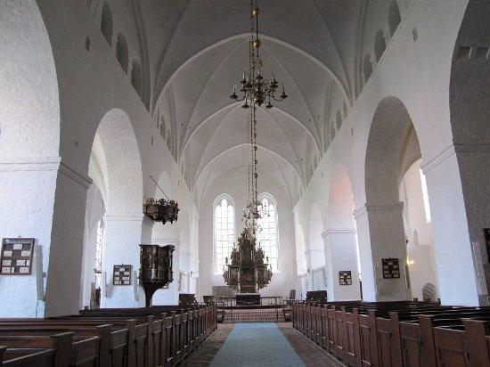 Ribe, Dinamarca: 正面に祭壇が見えます。