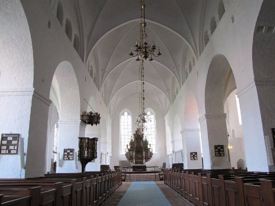 Ribe, الدنمارك: 正面に祭壇が見えます。