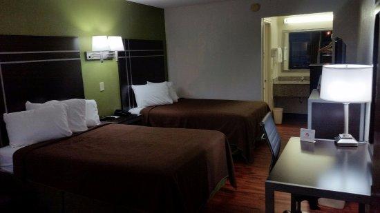 Americas Best Value Inn Nashville/South : Deluxe Room