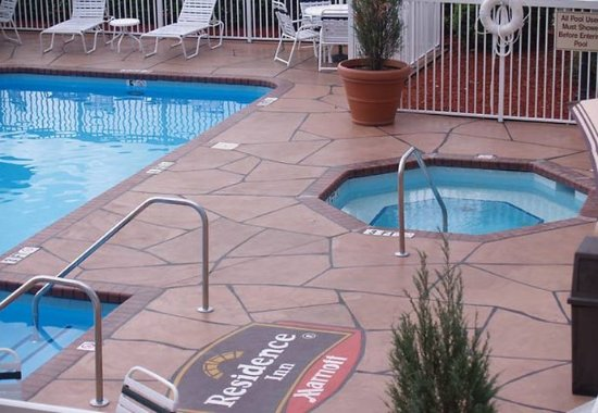 Rocky Mount, Carolina del Norte: Outdoor Pool & Whirlpool