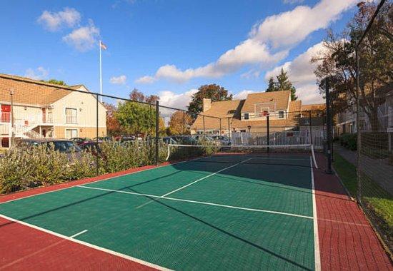 Fremont, CA: Sport Court
