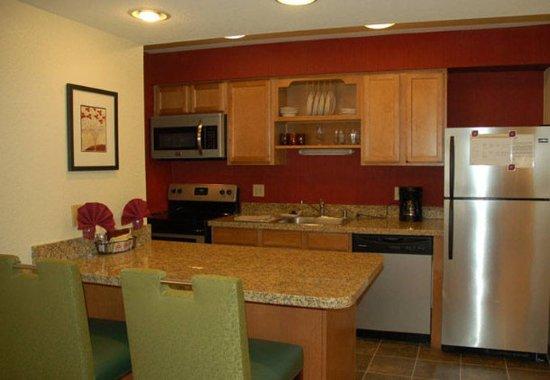 San Mateo, Kaliforniya: Studio Suite Kitchen