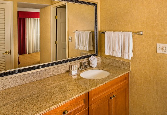 Windsor, CT: Suite Bathroom Vanity
