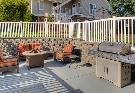 Vestal, estado de Nueva York: Outdoor BBQ & Fire Pit