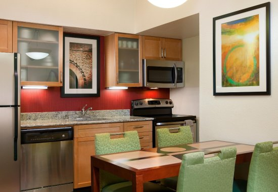 Irving, TX: Fully-Equipped Kitchen