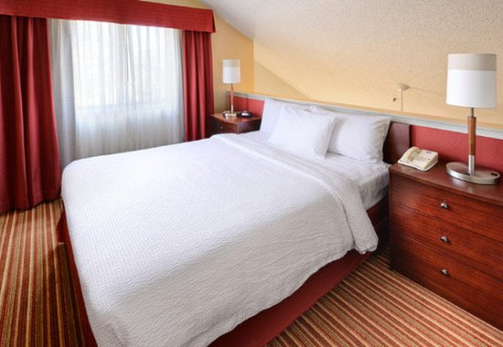Irving, TX: Penthouse Suite - Sleeping Area