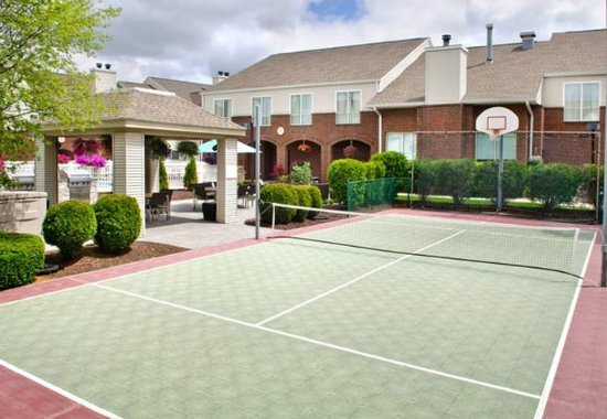 East Syracuse, نيويورك: Sport Court