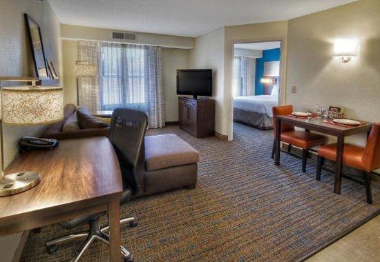 Germantown, TN: One-Bedroom Suite