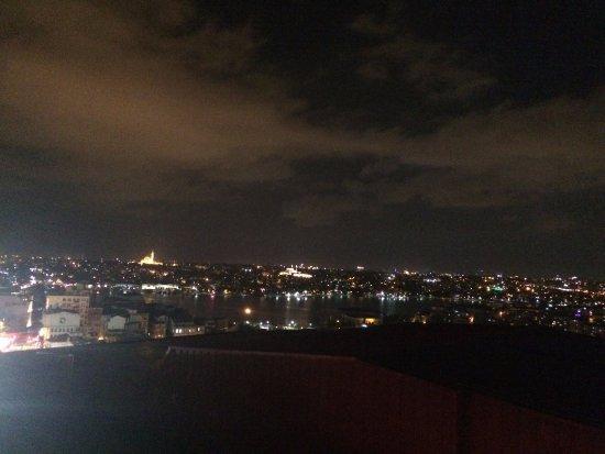Troya Hotel: Vista nocturna desde la terraza