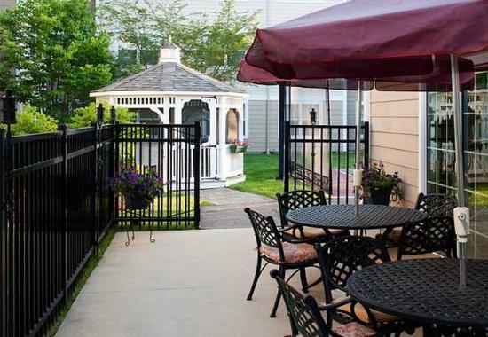 Residence Inn Boston Westford: Outdoor Patio