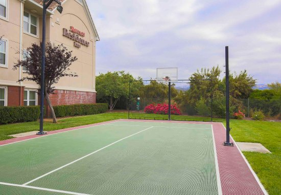 Morgan Hill, CA: Sport Court