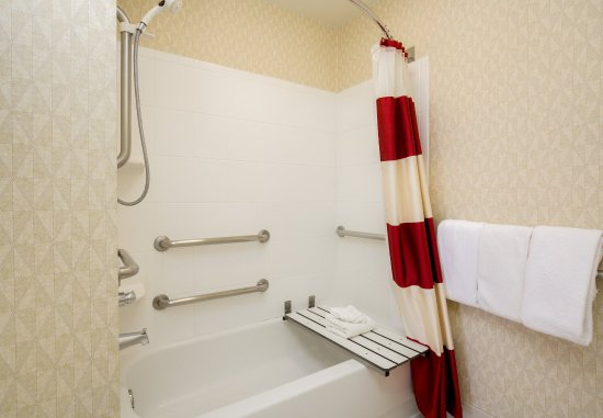 Bloomingdale, IL: Accessible Guest Bathroom