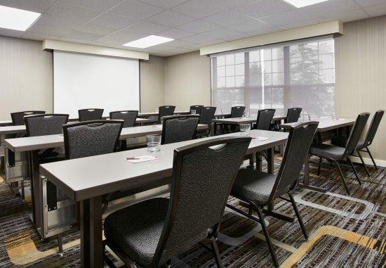 Pontiac, MI: Meeting Room - Classroom Setup