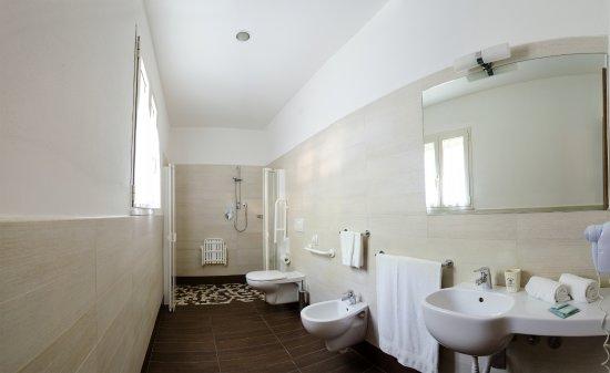 Bagno per disabili foto di mona lisa hotel cattolica tripadvisor