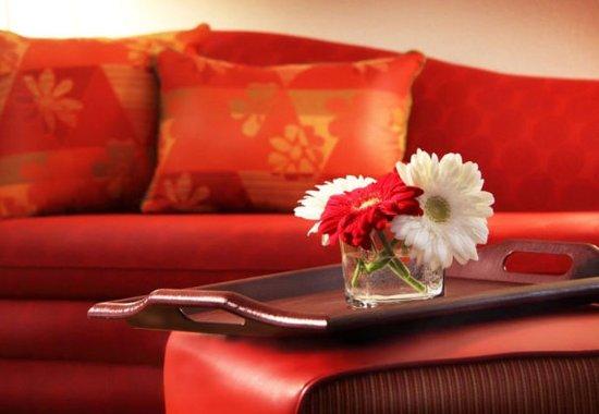 Lebanon, NH: Suite Living Room