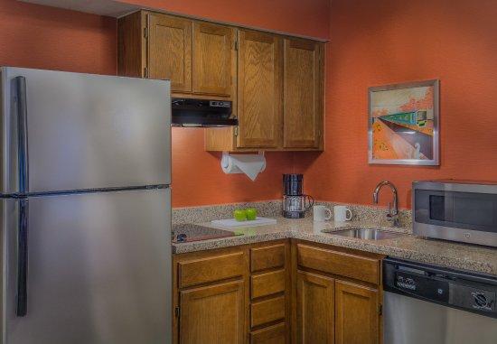 Lakewood, CO: Suite Kitchen