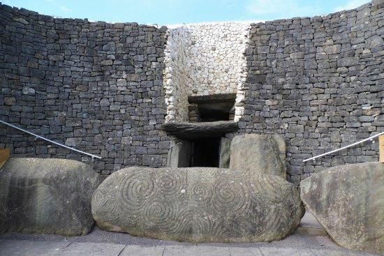 Donore, ไอร์แลนด์: Newgrange entrance