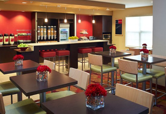 West Dundee, IL: Breakfast Seating Area