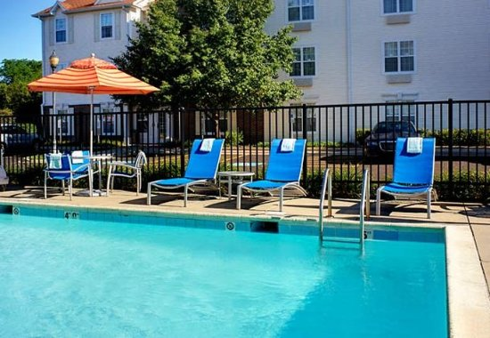 West Dundee, IL: Outdoor Pool