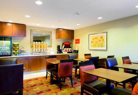 Bowie, MD: Breakfast Area