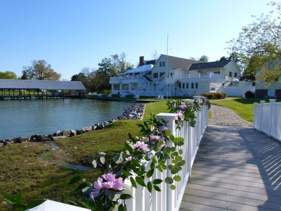 The Oaks Waterfront Inn and Events Picture