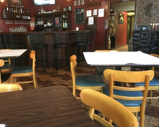 East Rochester, Нью-Йорк: JB's Smokehouse Bar and seating