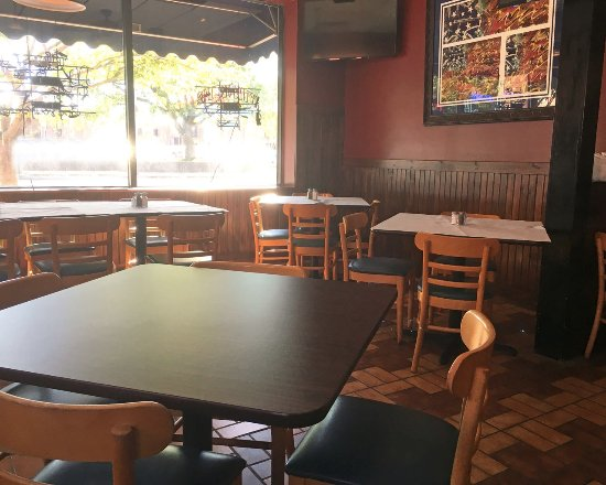 East Rochester, Нью-Йорк: JB's Smokehouse seating area