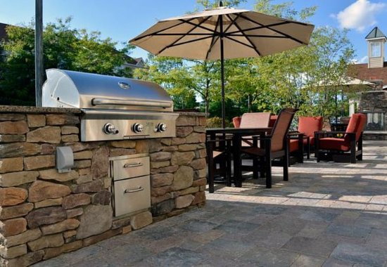 East Lansing, MI: Outdoor Patio – Barbecue Grill
