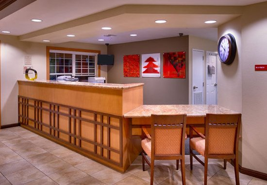 TownePlace Suites Sierra Vista: Lobby Front Desk