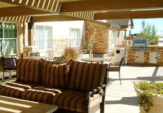 Sierra Vista, AZ: Patio & Grill Area