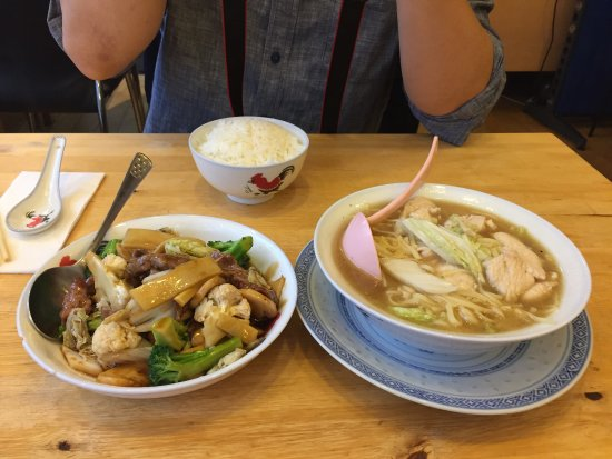 Tham Chinese Restaurant: Chicken noodle soup and beef with veggies