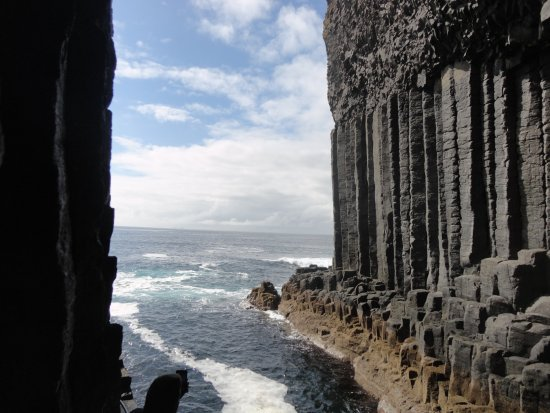 Dervaig, UK: Fingals Cave on Staffa