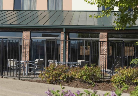Peoria, IL: Outdoor Seating Area