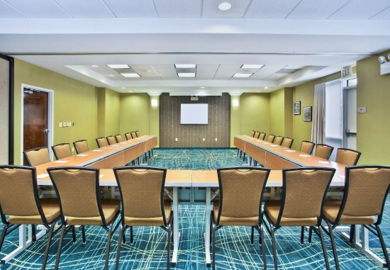 Elmhurst, IL: Meeting Room - U-Shape Setup