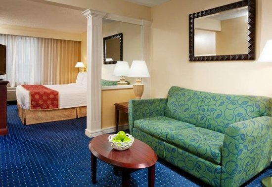 Centreville, VA: King Suite