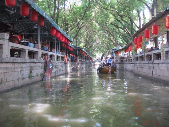 Tongli Town: narrow canal passage