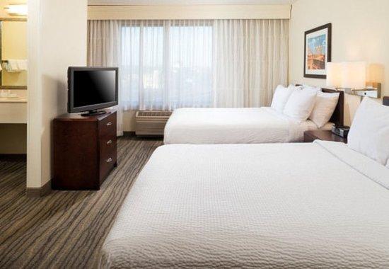 Eden Prairie, MN: Queen/Queen Suite - Bedroom
