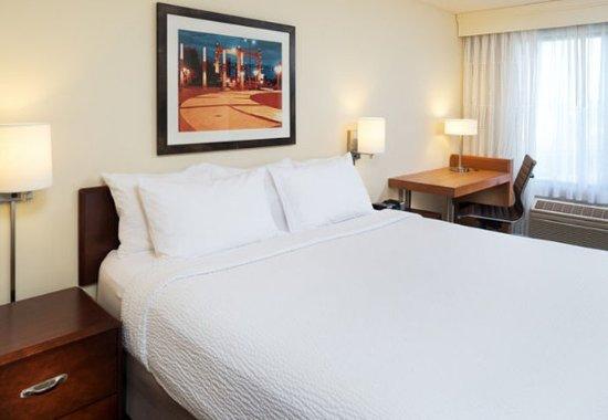 Eden Prairie, MN: King Suite - Bedroom