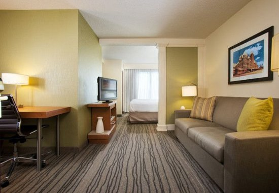 Eden Prairie, MN: King Whirlpool Suite