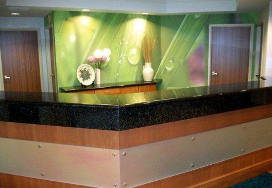 SpringHill Suites Frankenmuth : Front Desk