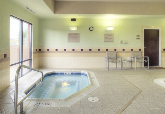 SpringHill Suites Billings: Indoor Hot Tub