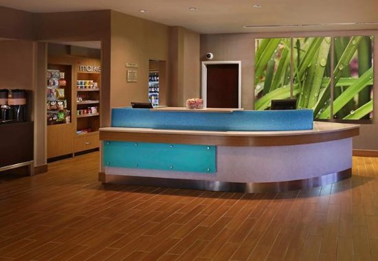 Waterford, CT: Front Desk