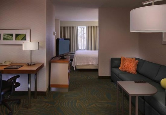 Waterford, CT: King Suite