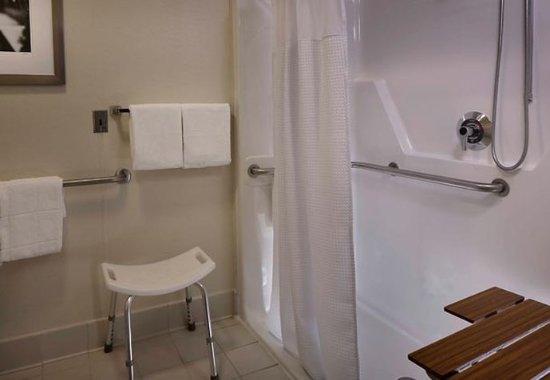 วอเทอร์ฟอร์ด, คอนเน็กติกัต: Accessible Bathroom