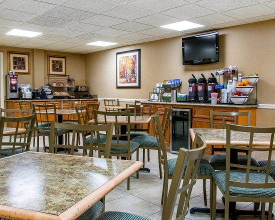 Comfort Inn Livonia: Breakfast