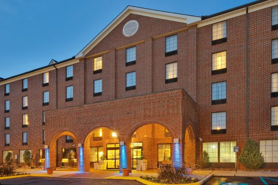 Holiday Inn Express Harrisburg East: Hotel Exterior