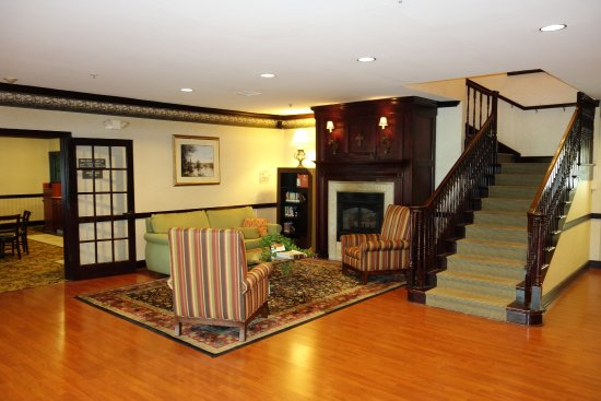 Country Inn & Suites By Carlson, Youngstown West: YOUNLobbysecondview