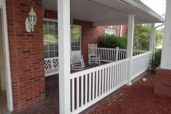 Country Inn & Suites By Carlson, Youngstown West: YOUNPorch