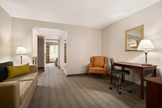 Country Inn & Suites by Radisson, Charlotte University Place, NC: Suite