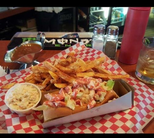 Miramichi, Канада: Yummy East Coast Lobster Roll! Nothing better....Only served when in season